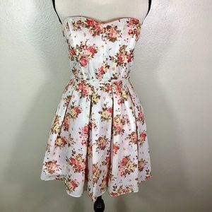 Daisy Shoppe Gorgeous Floral Mini Dress-EUC